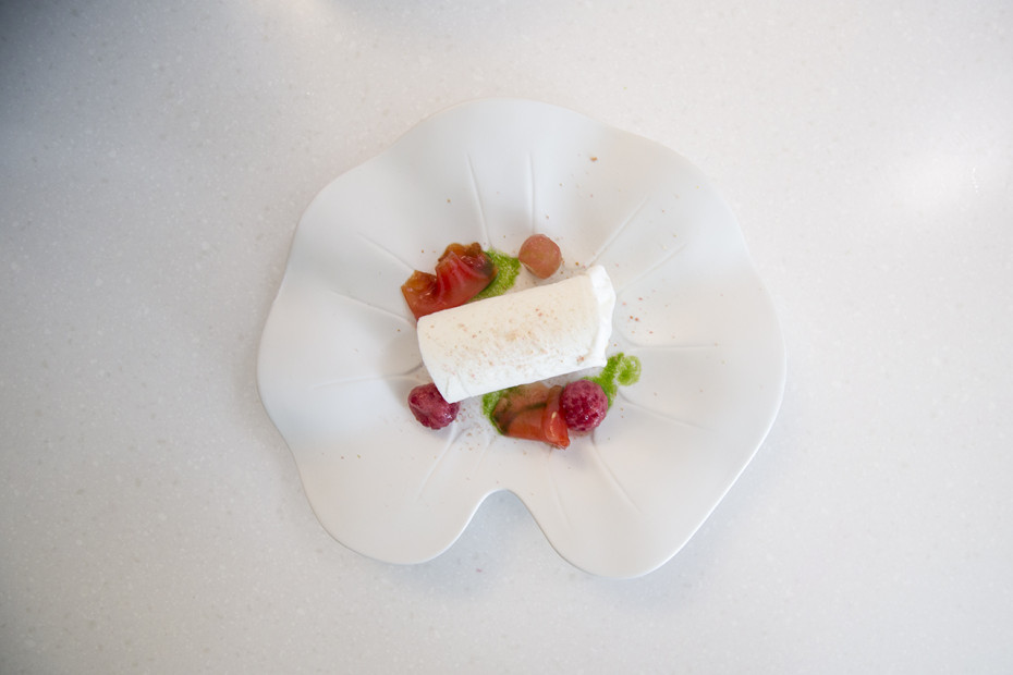 Pordamsa Flower Plate in Ice Kitchen
